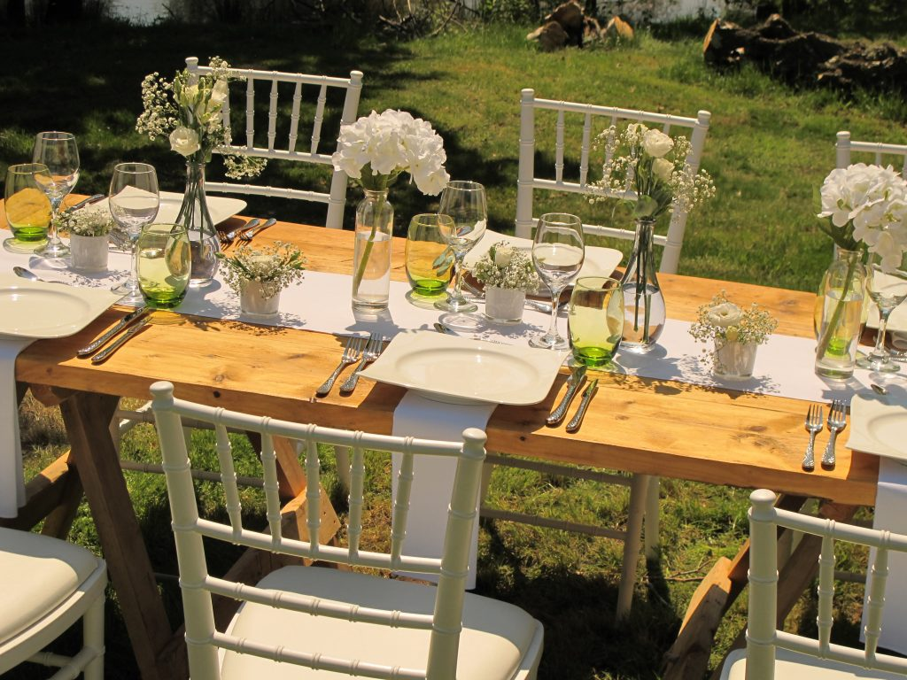 A summer dinner party tablescape